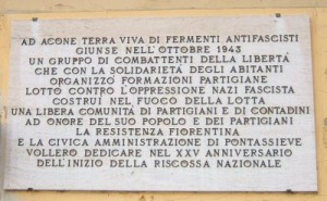 Lapide commemorativa posta sulla facciata della Coop L'Emencipatrice ad Acone
